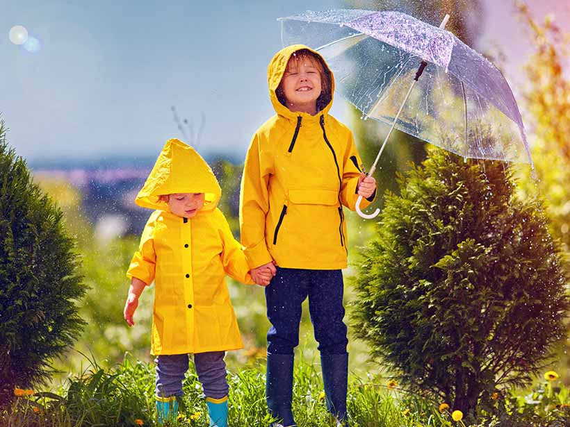 How to dress your kids in the rainy season